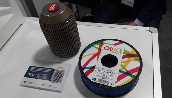 L'enceinte bluetooth OWA Speaker et une bobine de filament 3D OWA