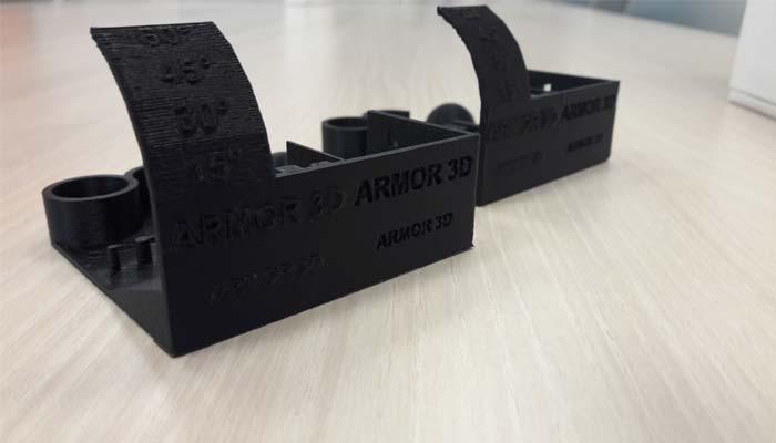 Torture Tests réalisés à partir des filaments 3D ABS Carbon (à droite) et ABS Kevlar (à gauche)